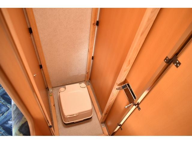 フリールームです。荷物の収納などにも大活躍しますね。いざと言う時に便利なポータブルのトイレを置いても良いと思います!(ポータブルトイレ付)