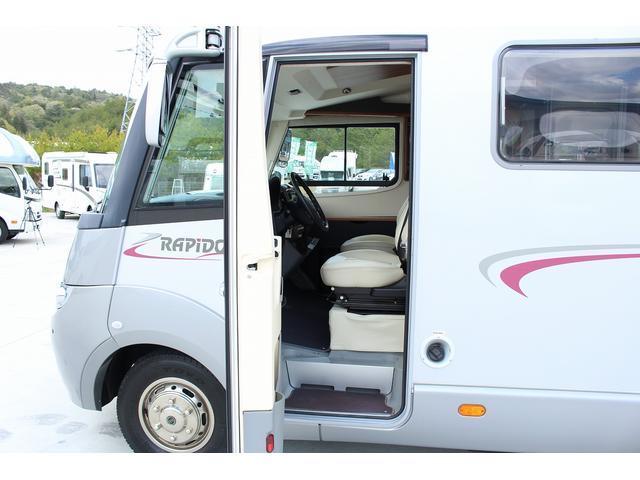 「メルセデスベンツ」「メルセデスベンツその他」「セダン」「兵庫県」の中古車11