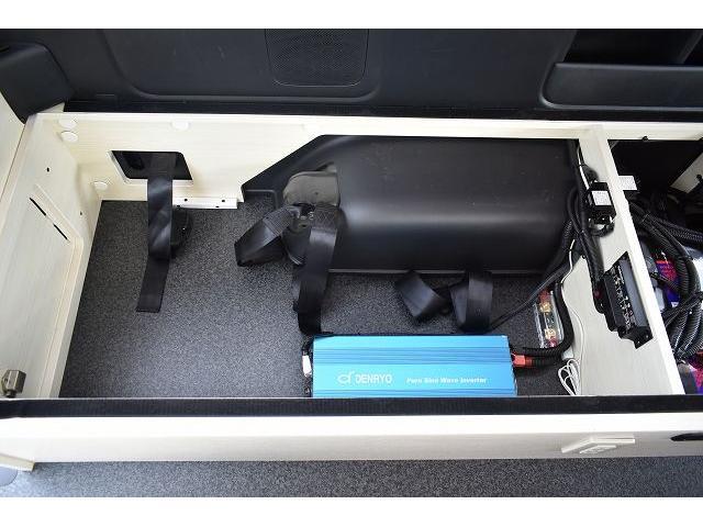 ナッツRV トライアル 4WD ツインサブ FFヒーター 400W、1500Wインバーター マックスファン ソーラーパネル 冷蔵庫 シンク 架装部TV 地デジアンテナ リアヒーター リアクーラー ミラー型モニター(57枚目)