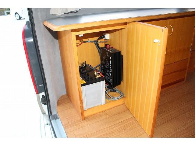 AtoZ アメリア サブバッテリー シンク カセットコンロ ポータブル冷蔵庫 走行充電 外部充電 社外HDDナビ ミラーモニター ETC 助手席ヘッドレストモニター サテライトスピーカー(38枚目)