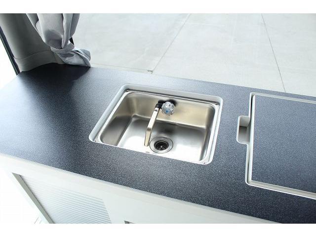 ナッツRV リーク ワンオーナー 寒冷地仕様 リフトアップ ツインサブ FFヒーター 1500Wインバーター シンク カセットコンロ エンゲル冷蔵庫 走行充電 外部充電 外部電源 社外ナビ フルセグ バックカメラ(43枚目)
