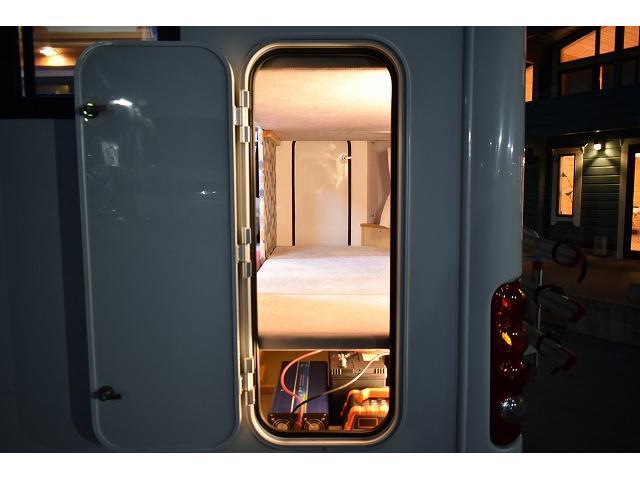 AtoZ アミティ ツインサブ 1500Wインバーター 電子レンジ シンク カセットコンロ 冷蔵庫 マックスファン 架装部TV 走行充電 外部充電 外部電源 社外ナビ フルセグ バックカメラ ETC ドラレコ キーレス(63枚目)