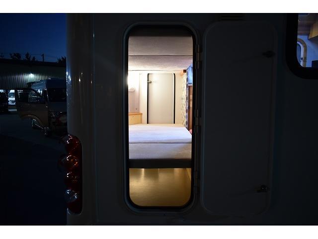 AtoZ アミティ ツインサブ 1500Wインバーター 電子レンジ シンク カセットコンロ 冷蔵庫 マックスファン 架装部TV 走行充電 外部充電 外部電源 社外ナビ フルセグ バックカメラ ETC ドラレコ キーレス(66枚目)