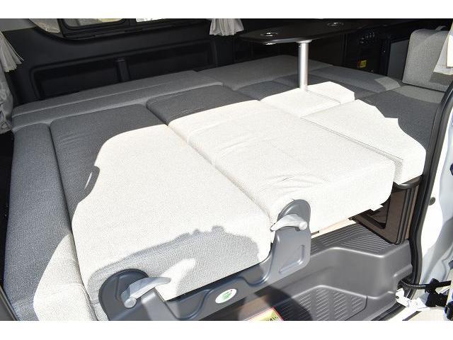 トヨタセーフティセンス キーレス パワースライドドア ステアリングスイッチ レザーシート加工 シンク 冷蔵庫 15インチフリップダウンモニター ナビ切替スイッチ 運転席・助手席コの字カーテン(47枚目)