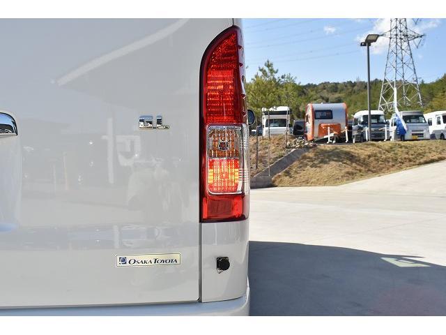 トヨタセーフティセンス キーレス パワースライドドア ステアリングスイッチ レザーシート加工 シンク 冷蔵庫 15インチフリップダウンモニター ナビ切替スイッチ 運転席・助手席コの字カーテン(54枚目)