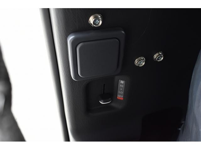 リノタクミ DS-Lスタイル トヨタセーフティセンス スマートキー パワースライドドア LEDヘッドライト シンク 冷蔵庫 レザーシート加工 15インチフリップダウンモニター ナビ切替スイッチ 運転席・助手席コの字カーテン(31枚目)