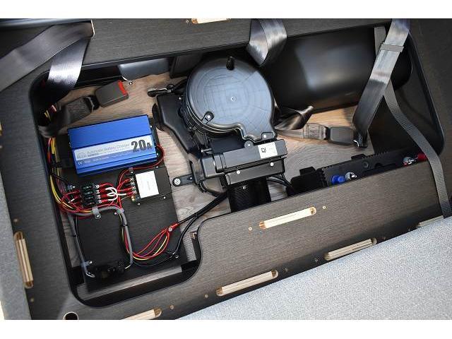リノタクミ DS-Lスタイル トヨタセーフティセンス スマートキー パワースライドドア LEDヘッドライト シンク 冷蔵庫 レザーシート加工 15インチフリップダウンモニター ナビ切替スイッチ 運転席・助手席コの字カーテン(51枚目)