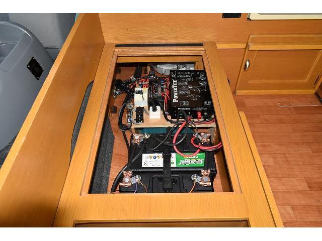 オリジナル キャンピング ツインサブ 1500Wインバーター 電子レンジ シンク 冷蔵庫 走行充電 外部充電 ガゼルアンテナ サイドオーニング 社外メモリーナビ バックカメラ ワンセグ ETC フリップダウンモニター HID(52枚目)