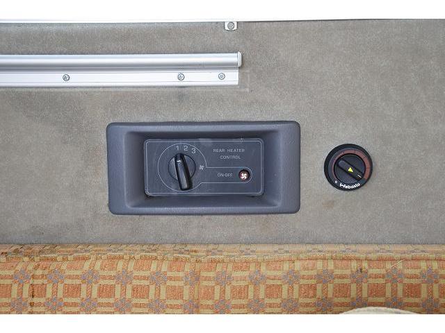 ビークル ブロス サブバッテリー FFヒーター シンク コンロ 冷蔵庫 走行充電 外部充電 メインサブ切り替えスイッチ SDナビ フルセグ バックカメラ ETC フリップダウンモニター 社外15インチアルミホイール(32枚目)