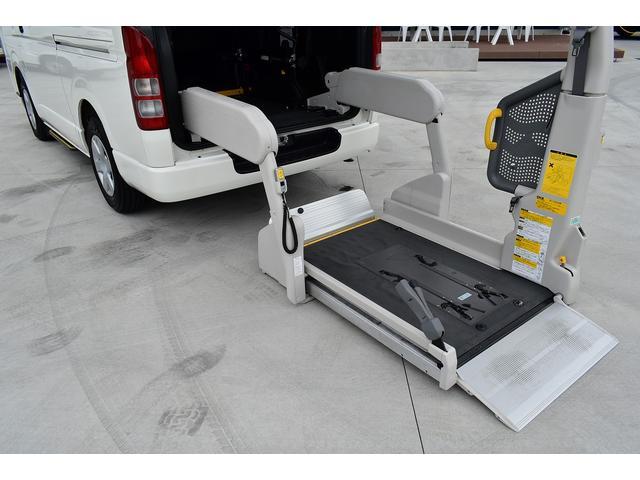 トヨタ ハイエースバン 福祉車両 ウェルキャブ Bタイプ 乗車10名 車イス2基