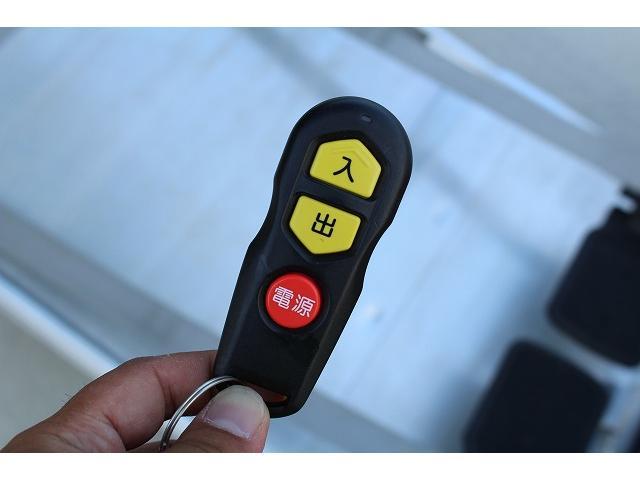 ☆ウインチはリモコンでの操作が可能です。簡単なボタン操作ですので女性の方も安心してお使い頂けます。