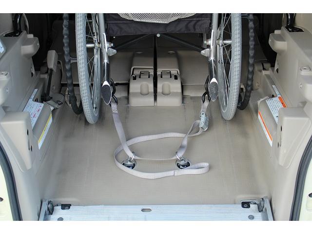 ☆車椅子固定装置です。走行中の車椅子もしっかりサポートしてくれます。当店ではたくさんの福祉車両を取り扱っております。特殊な福祉装備のメンテナンスもお任せ下さいませ!