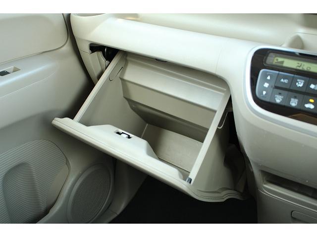 グローブボックスには車検証を入れましょう。