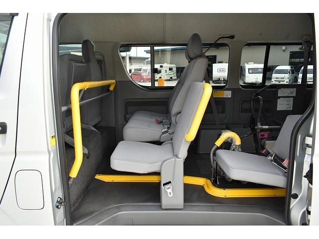 トヨタ ハイエースバン ワンオーナー リアリフト 車椅子2基 車椅子電動固定装置