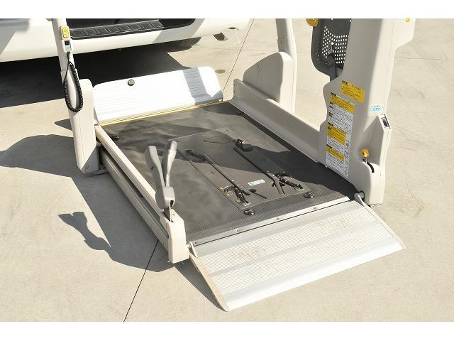 リアリフト 車椅子2基 電動車椅子固定装置 ニールダウン(2枚目)