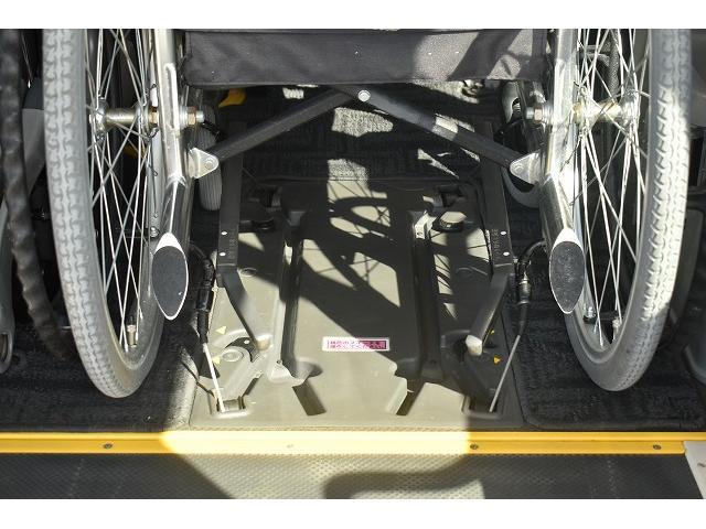 リアリフト 車椅子2基 電動車椅子固定装置 ニールダウン(5枚目)