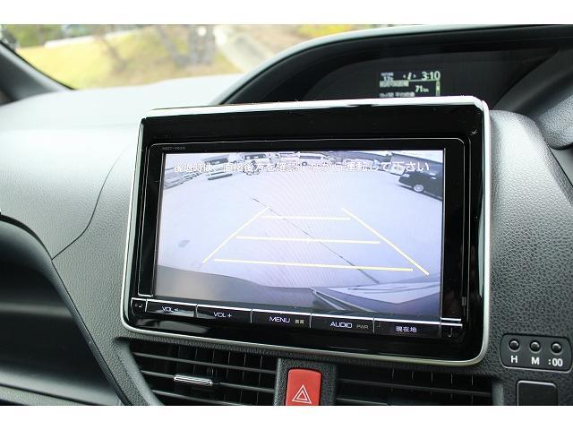 バックカメラもついております。駐車の際も安心ですね!!