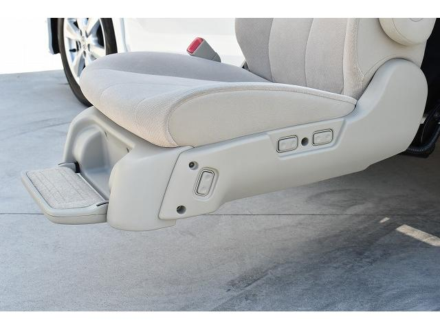 ☆サイドリフトシート本体に操作スイッチが御座いますが、リモコンでも操作可能です!中古車選びは悩むことがいっぱいですね!気になる事やご質問など、お気軽にお問合せください。