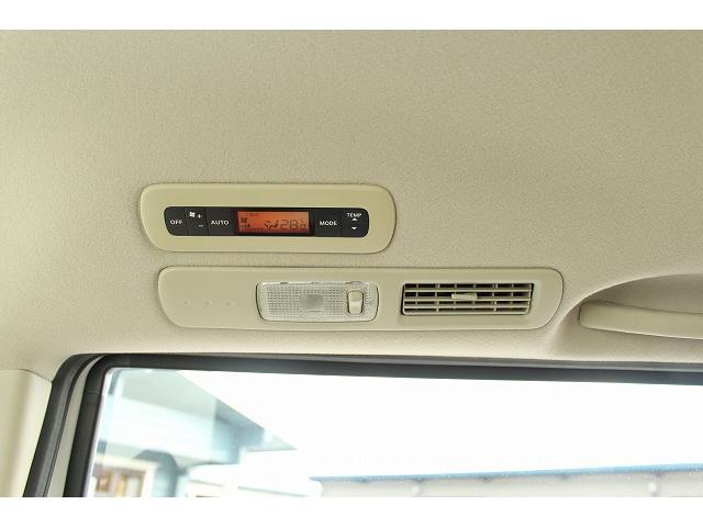 ☆こちらの車両はリアエアコンがついております。後部座席でもしっかりと空調を調整することができます。