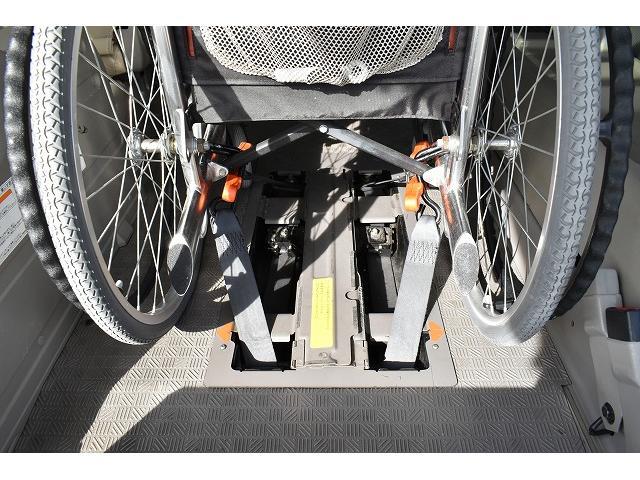 福祉車両 リアリフト 車椅子2基 車椅子電動固定装置 手すり(6枚目)