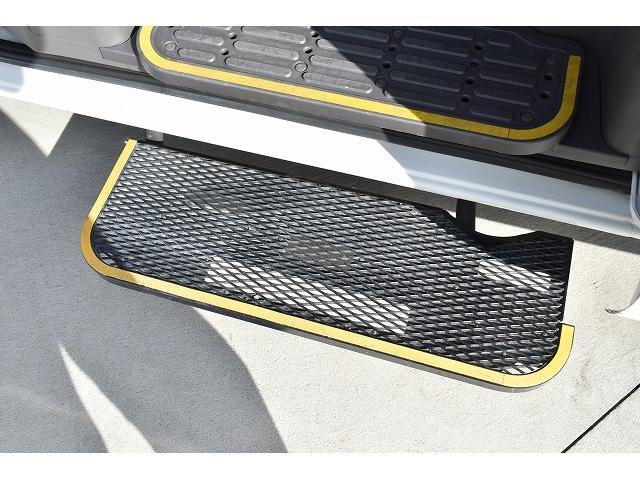 福祉車両 リアリフト 車椅子2基 車椅子電動固定装置 手すり(8枚目)