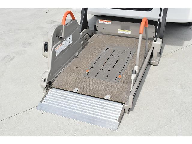 福祉車両 リアリフト 車椅子2基 電動固定装置 HID(2枚目)