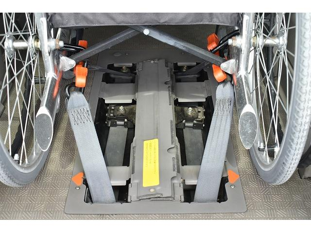 福祉車両 リアリフト 車椅子2基 電動固定装置 HID(6枚目)