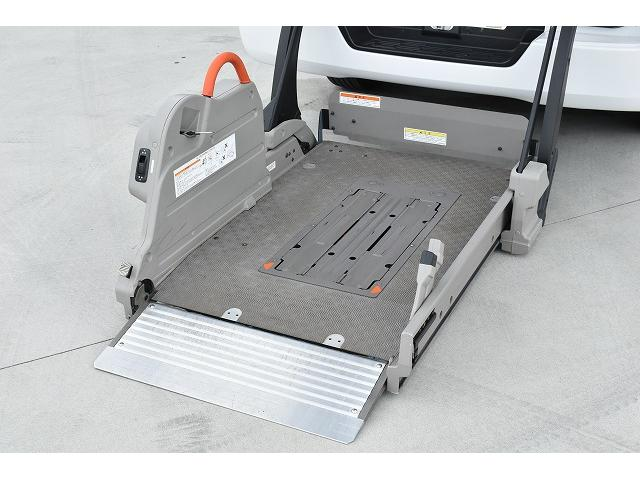 福祉車両 リアリフト 車椅子2基 電動固定装置 Bカメラ(2枚目)