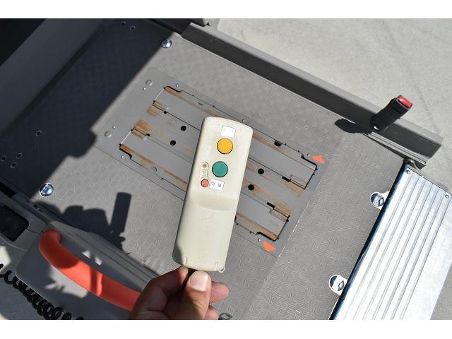 福祉車両 リアリフト 車椅子2基 電動固定装置 手すり(3枚目)