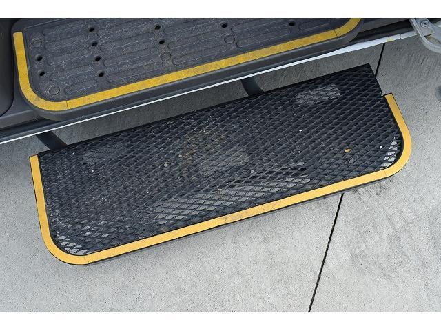 福祉車両 リアリフト 車椅子2基 電動固定装置 手すり(9枚目)