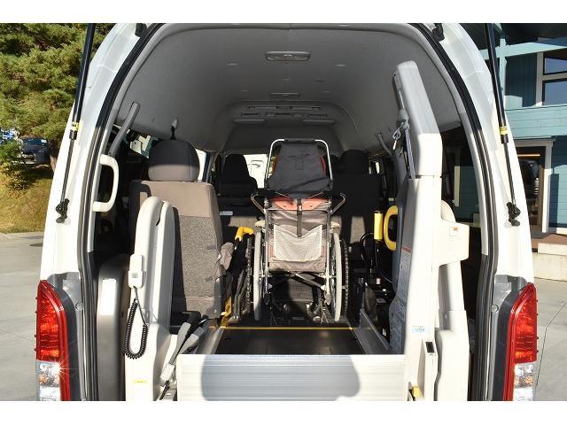 福祉車両 ディーゼル リアリフト 車椅子2基 電動固定(8枚目)