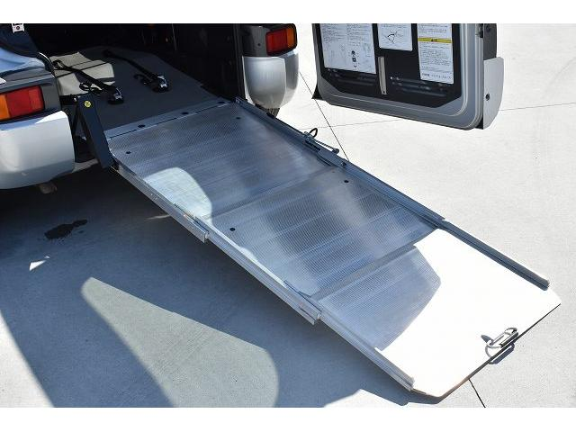 福祉車両 スロープ 車椅子1基 電動ウインチ 固定装置 ナビ(2枚目)