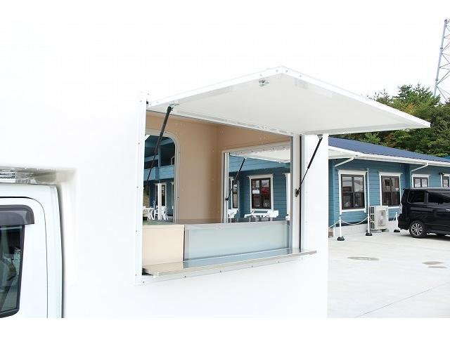 DX 移動販売車 新規架装FRPシェル キッチンカー ケータリングカー 2槽シンク 100L給排水タンク ホシザキ2枚扉冷蔵庫 ルーフベント 外部電源  販売口2か所 販売カウンター LED照明(29枚目)