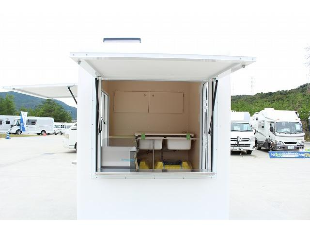 DX 移動販売車 新規架装FRPシェル キッチンカー ケータリングカー 2槽シンク 100L給排水タンク ホシザキ2枚扉冷蔵庫 ルーフベント 外部電源  販売口2か所 販売カウンター LED照明(40枚目)