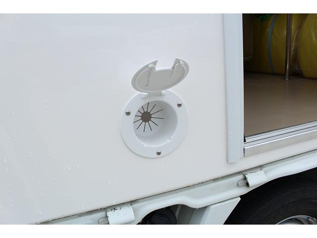 DX 移動販売車 新規架装FRPシェル キッチンカー ケータリングカー 2槽シンク 100L給排水タンク ホシザキ2枚扉冷蔵庫 ルーフベント 外部電源  販売口2か所 販売カウンター LED照明(59枚目)
