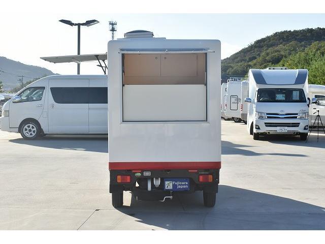 KCエアコン・パワステ 移動販売車 キッチンカー ケータリングカー 2槽シンク 給排水タンク 家庭用AC冷蔵庫 ルーフベント 外部電源  販売口1か所 12Lフライヤー アクリル窓 ラック 収納 作業台(5枚目)