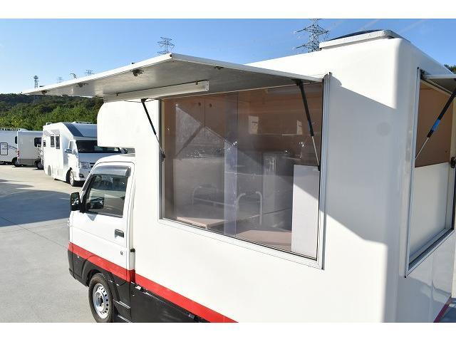 KCエアコン・パワステ 移動販売車 キッチンカー ケータリングカー 2槽シンク 給排水タンク 家庭用AC冷蔵庫 ルーフベント 外部電源  販売口1か所 12Lフライヤー アクリル窓 ラック 収納 作業台(7枚目)