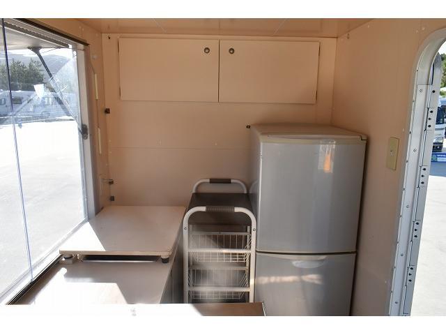 KCエアコン・パワステ 移動販売車 キッチンカー ケータリングカー 2槽シンク 給排水タンク 家庭用AC冷蔵庫 ルーフベント 外部電源  販売口1か所 12Lフライヤー アクリル窓 ラック 収納 作業台(10枚目)