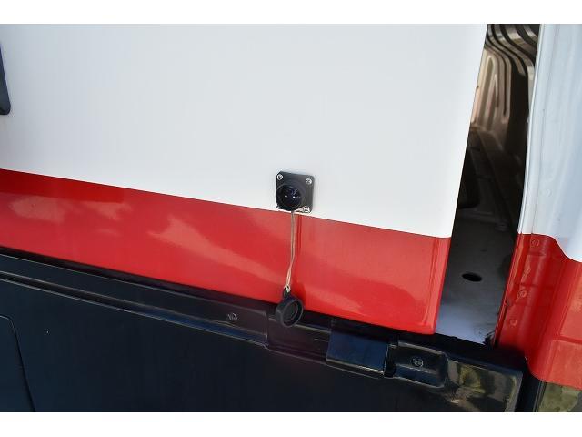 KCエアコン・パワステ 移動販売車 キッチンカー ケータリングカー 2槽シンク 給排水タンク 家庭用AC冷蔵庫 ルーフベント 外部電源  販売口1か所 12Lフライヤー アクリル窓 ラック 収納 作業台(20枚目)