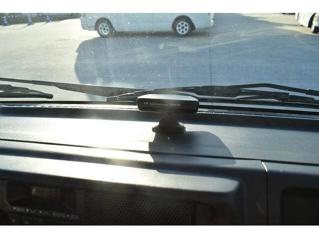 KCエアコン・パワステ 移動販売車 キッチンカー ケータリングカー 2槽シンク 給排水タンク 家庭用AC冷蔵庫 ルーフベント 外部電源  販売口1か所 12Lフライヤー アクリル窓 ラック 収納 作業台(26枚目)