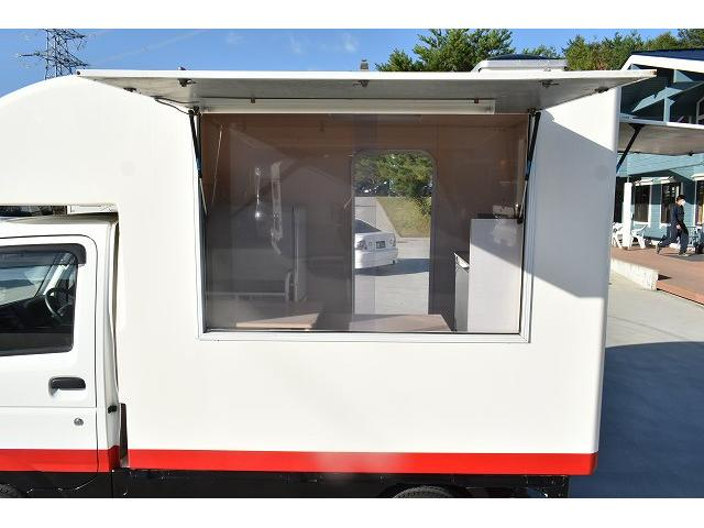 KCエアコン・パワステ 移動販売車 キッチンカー ケータリングカー 2槽シンク 給排水タンク 家庭用AC冷蔵庫 ルーフベント 外部電源  販売口1か所 12Lフライヤー アクリル窓 ラック 収納 作業台(36枚目)
