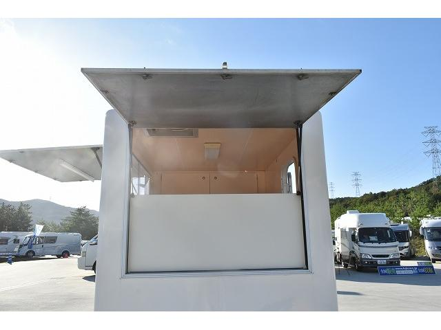 KCエアコン・パワステ 移動販売車 キッチンカー ケータリングカー 2槽シンク 給排水タンク 家庭用AC冷蔵庫 ルーフベント 外部電源  販売口1か所 12Lフライヤー アクリル窓 ラック 収納 作業台(39枚目)