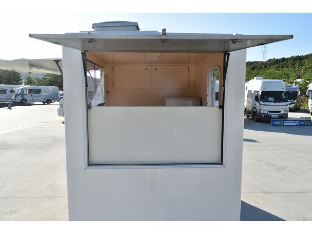 KCエアコン・パワステ 移動販売車 キッチンカー ケータリングカー 2槽シンク 給排水タンク 家庭用AC冷蔵庫 ルーフベント 外部電源  販売口1か所 12Lフライヤー アクリル窓 ラック 収納 作業台(40枚目)