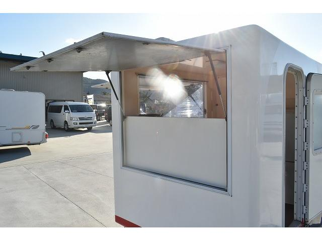 KCエアコン・パワステ 移動販売車 キッチンカー ケータリングカー 2槽シンク 給排水タンク 家庭用AC冷蔵庫 ルーフベント 外部電源  販売口1か所 12Lフライヤー アクリル窓 ラック 収納 作業台(42枚目)