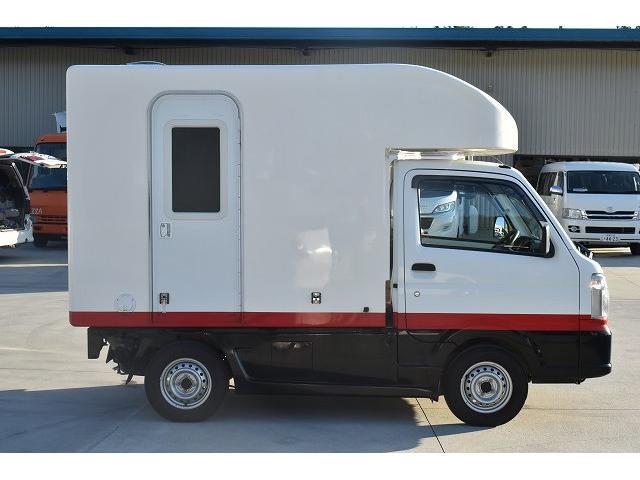 KCエアコン・パワステ 移動販売車 キッチンカー ケータリングカー 2槽シンク 給排水タンク 家庭用AC冷蔵庫 ルーフベント 外部電源  販売口1か所 12Lフライヤー アクリル窓 ラック 収納 作業台(67枚目)