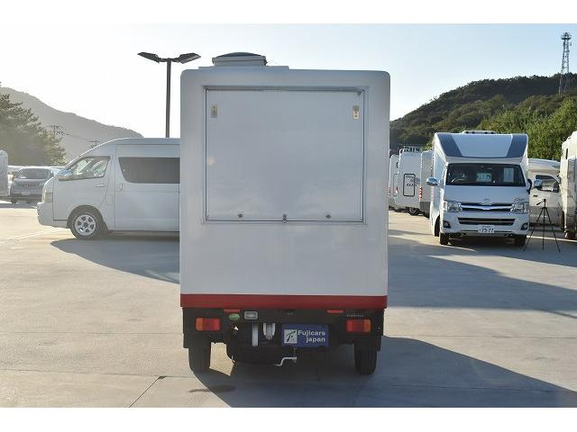 KCエアコン・パワステ 移動販売車 キッチンカー ケータリングカー 2槽シンク 給排水タンク 家庭用AC冷蔵庫 ルーフベント 外部電源  販売口1か所 12Lフライヤー アクリル窓 ラック 収納 作業台(69枚目)