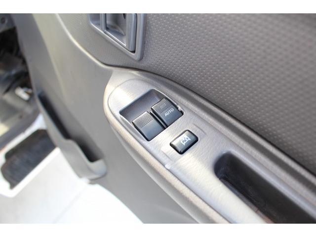 移動販売車 キッチンカー ケータリングカー ワーゲン仕様 8ナンバー加工車登録 換気扇 外部電源差込口 販売口1か所 販売カウンター 販売窓 100Vコンセント ライティングレール2か所 作業台 収納(26枚目)