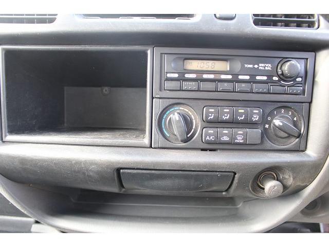 移動販売車 キッチンカー ケータリングカー ワーゲン仕様 8ナンバー加工車登録 換気扇 外部電源差込口 販売口1か所 販売カウンター 販売窓 100Vコンセント ライティングレール2か所 作業台 収納(27枚目)