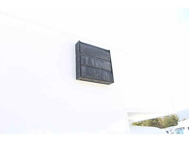 移動販売車 キッチンカー ケータリングカー ワーゲン仕様 8ナンバー加工車登録 換気扇 外部電源差込口 販売口1か所 販売カウンター 販売窓 100Vコンセント ライティングレール2か所 作業台 収納(34枚目)
