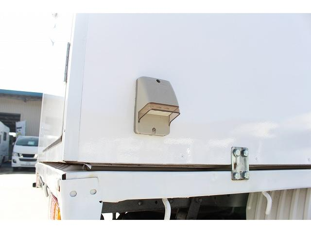 移動販売車 キッチンカー ケータリングカー ワーゲン仕様 8ナンバー加工車登録 換気扇 外部電源差込口 販売口1か所 販売カウンター 販売窓 100Vコンセント ライティングレール2か所 作業台 収納(35枚目)